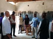 Schulführung durch die damals neu gebauten Klassenräume
