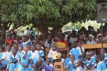 Eltern und SchülerInnen der Uhola Primary School
