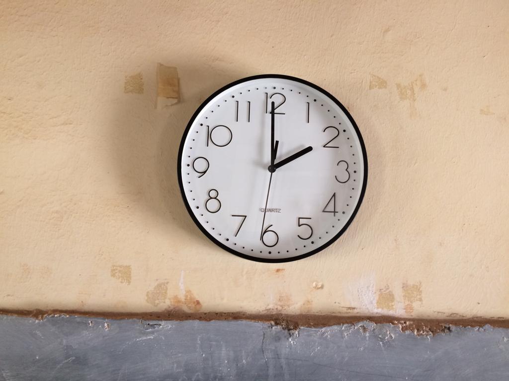 Uhren für die Klassenräume der U.P.S.