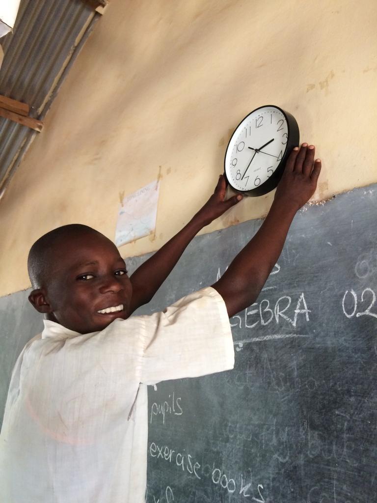 Uhren für die Klassenräume der U.P.S._3