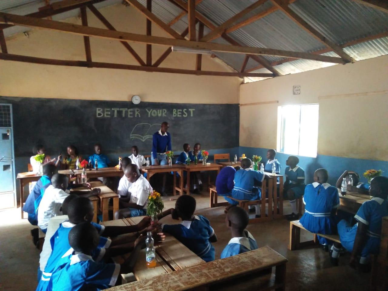 Abschied der Schuelerinnen der 8. Klasse (2)