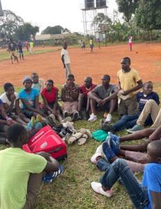 Schuhe fuer Basketballmannschaften (1)